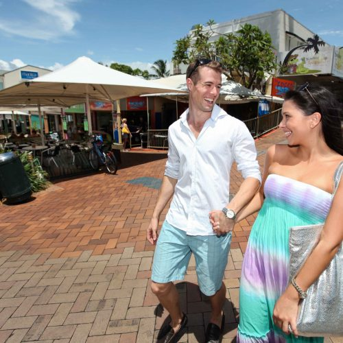 port-douglas-macrossan-grant-street-couple-1